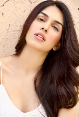 Model and B'wood aspirant Sasha Merchant inspired by Deepika Padukone