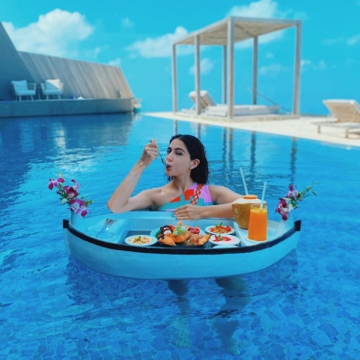Sara Ali Khan oozes oomph in floating Maldives moment