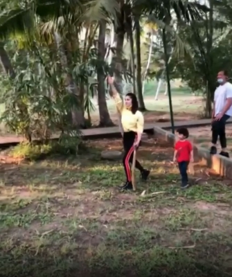 After football, Sunny Leone now tries her hands at cricket
