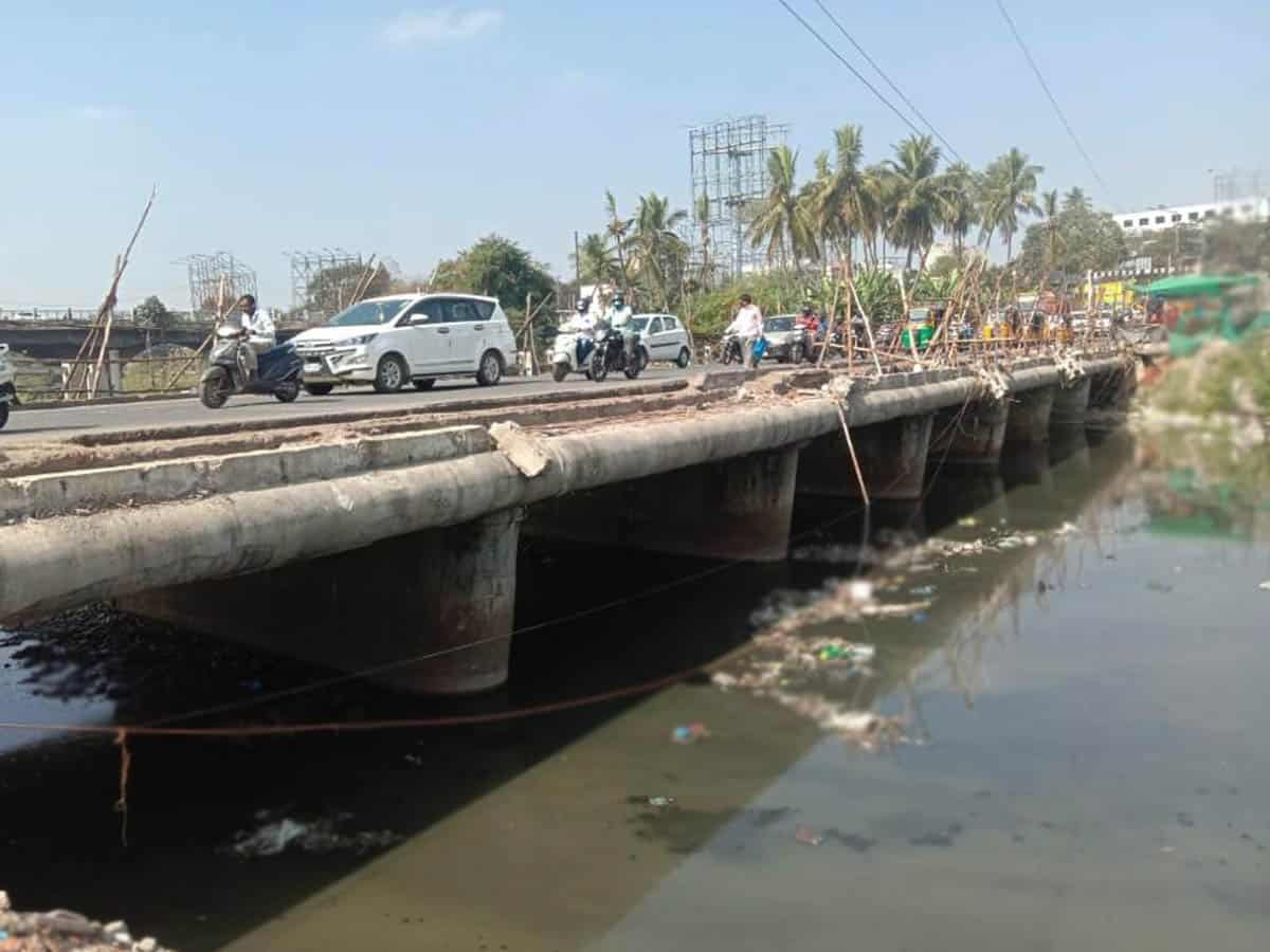 Chaderghat Bridge risks lives of commuters as it stands without barriers