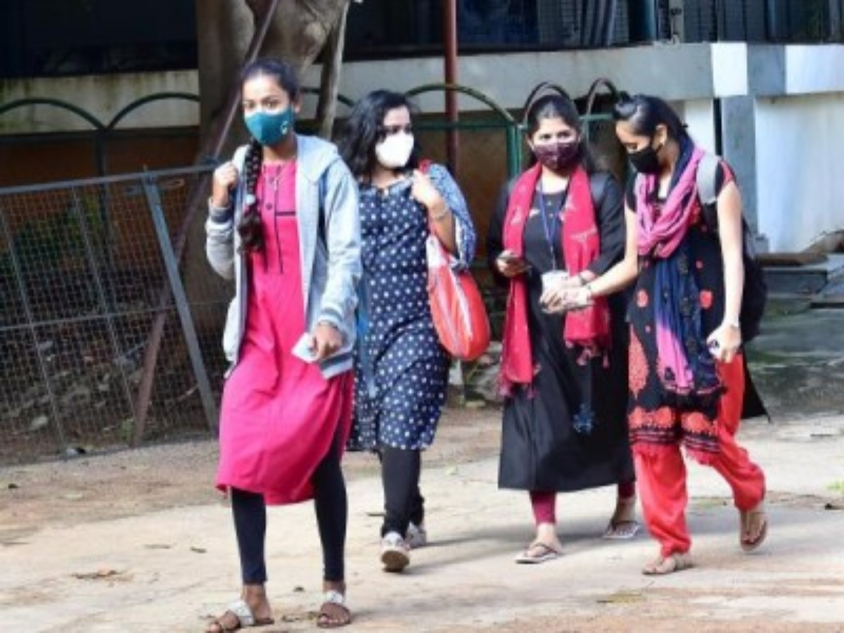 Hyderabad: Private degree colleges force students to pay full fee