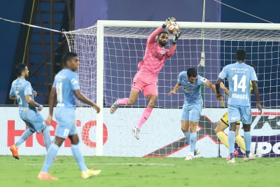 Hyderabad hold Mumbai City to goalless draw