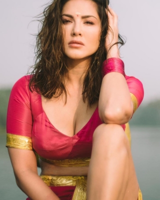 Sunny Leone sizzles in traditional Kerala outfit in new post