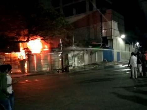 Hyderabad: Major fire breaks out at Koti commercial area