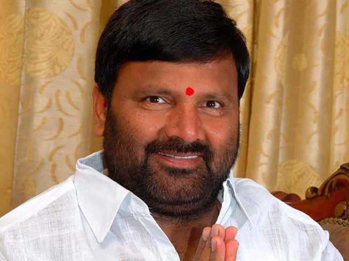 Jolt to Congress after former MLA Kuna Srisailam Goud resigns