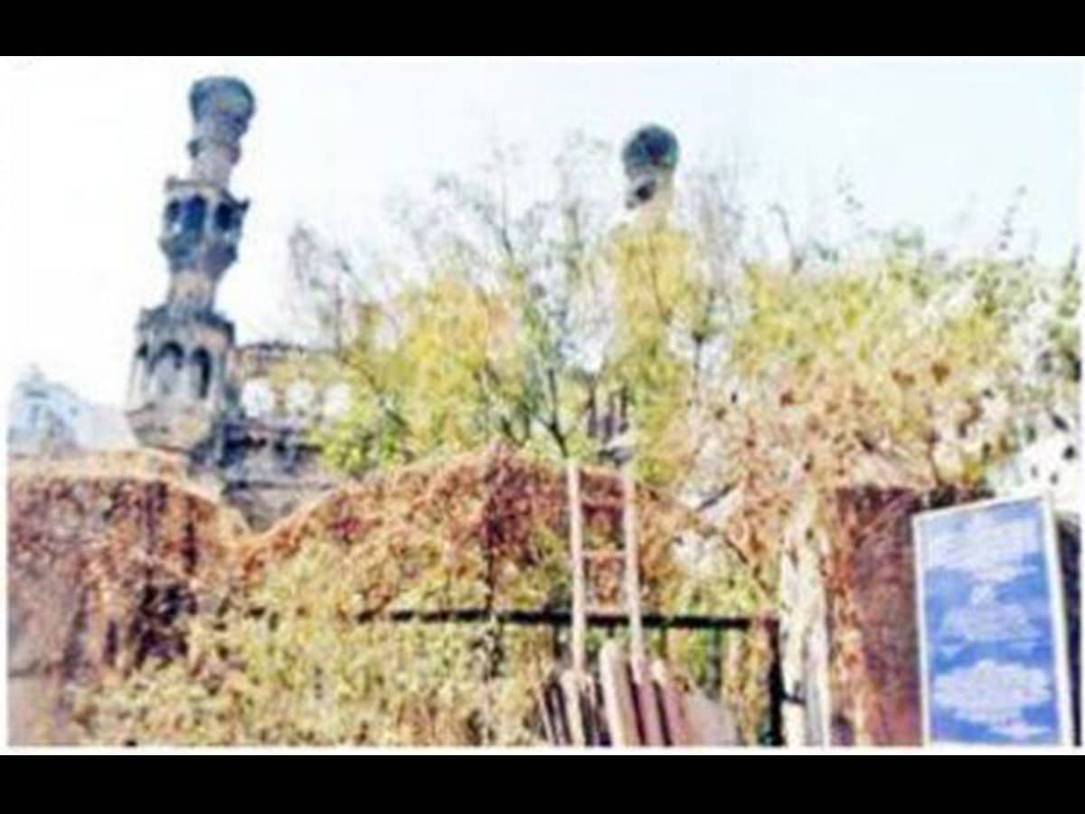 400-year-old Qutub Shahi Mosque in dilapidated condition