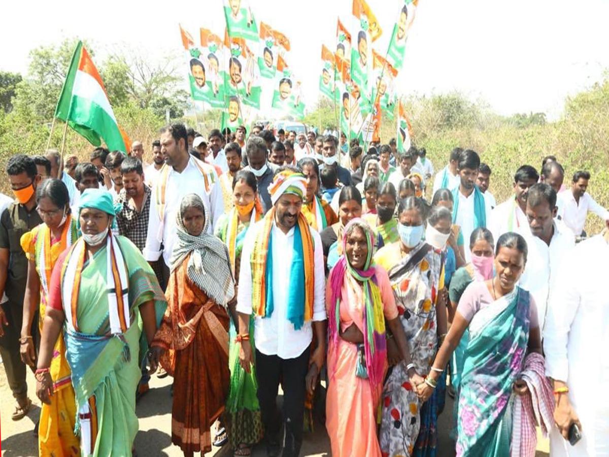 Revanth Reddy's padayatra against farm laws enters Hyderabad
