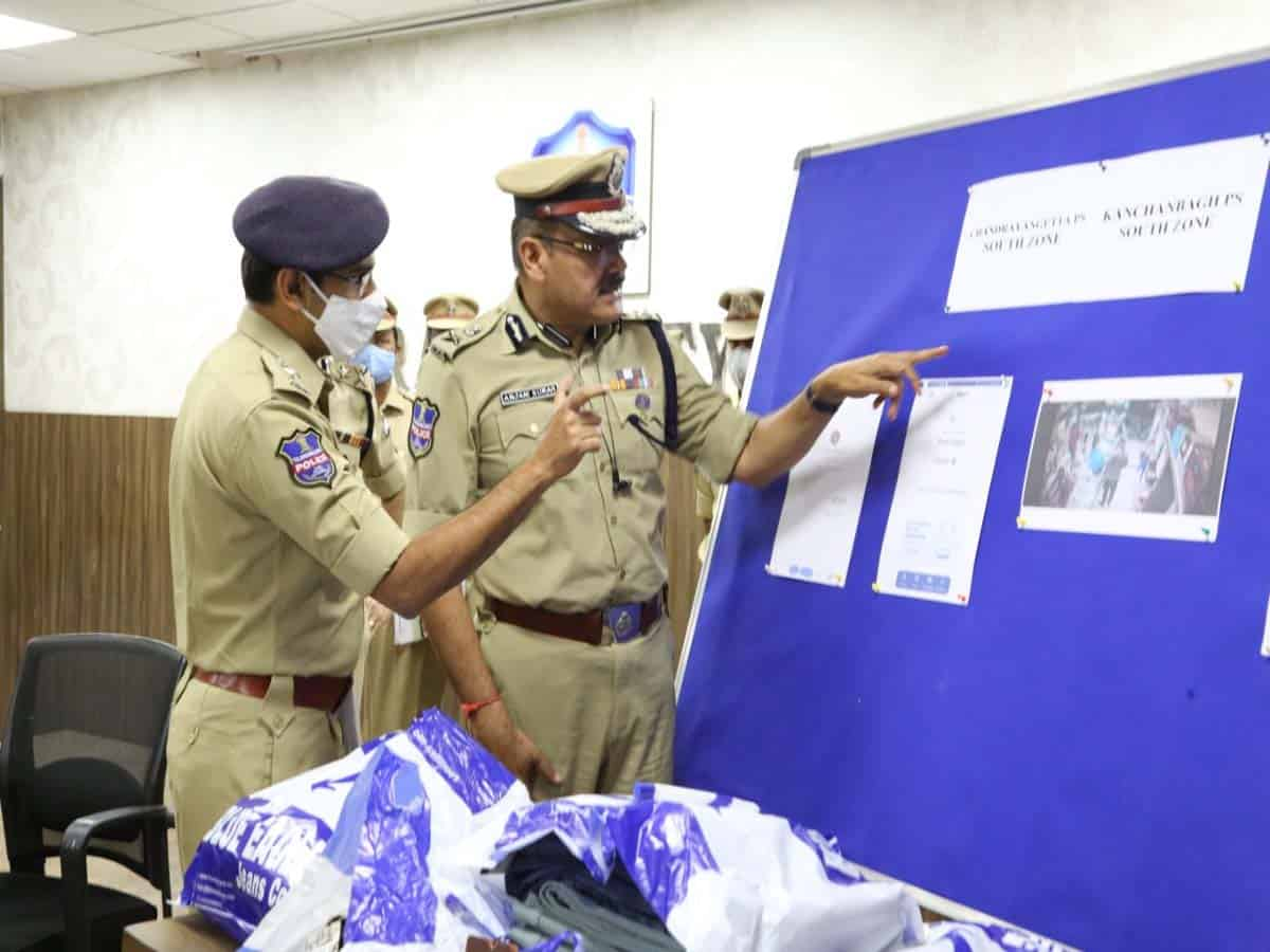 8 arrested in old city for cheating shopkeepers using fake paytm app