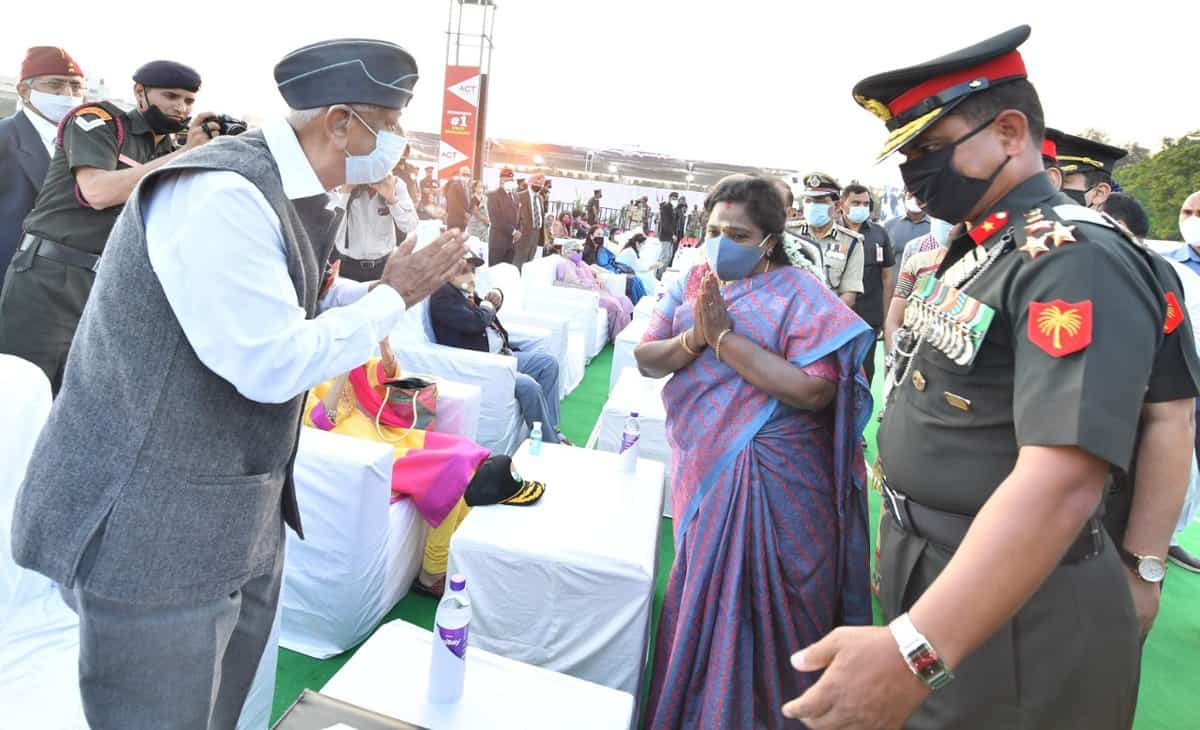 Governor pays rich tributes to martyrs of 1971 war