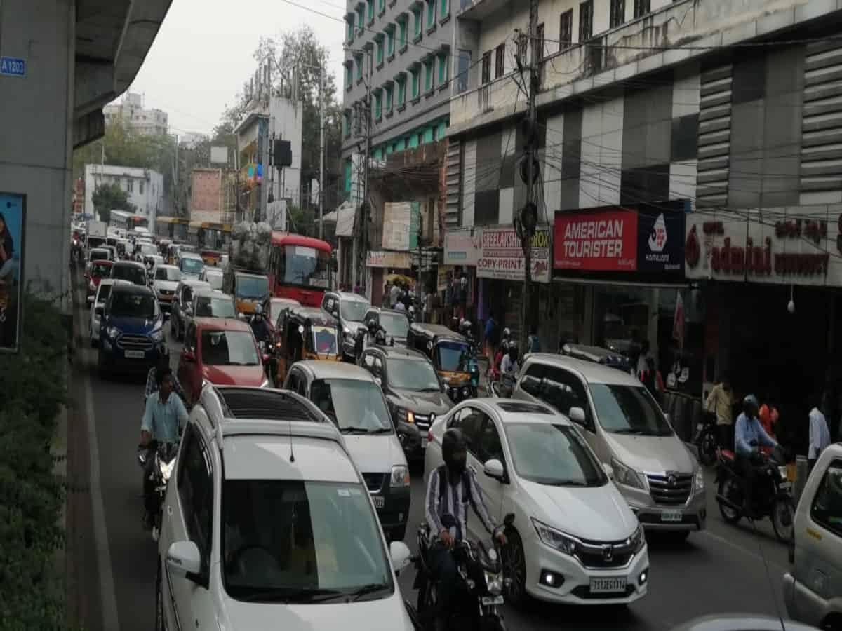Hyderabad: Traffic  congestion in city as schools, colleges reopen