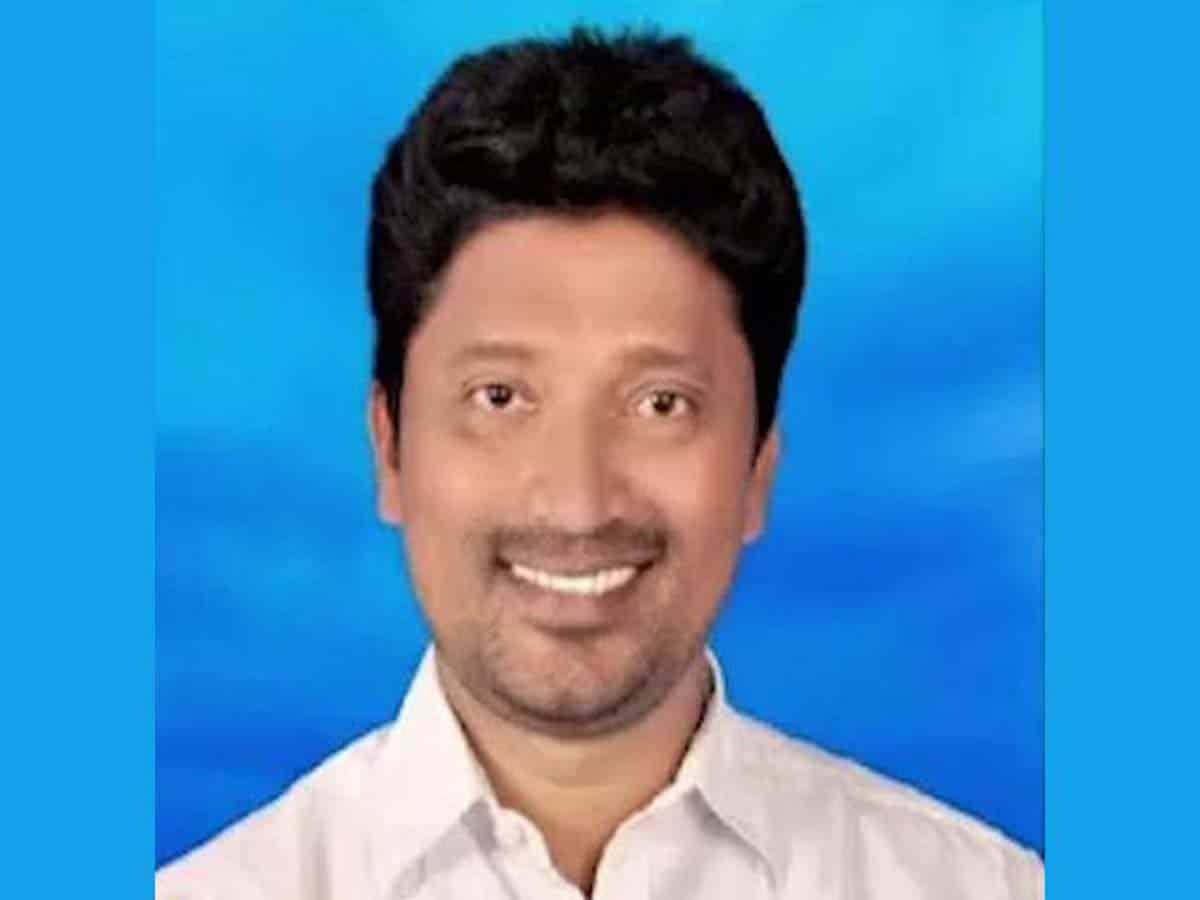 TRS leader Srinivas, prime suspect in Lawyers murder suspended