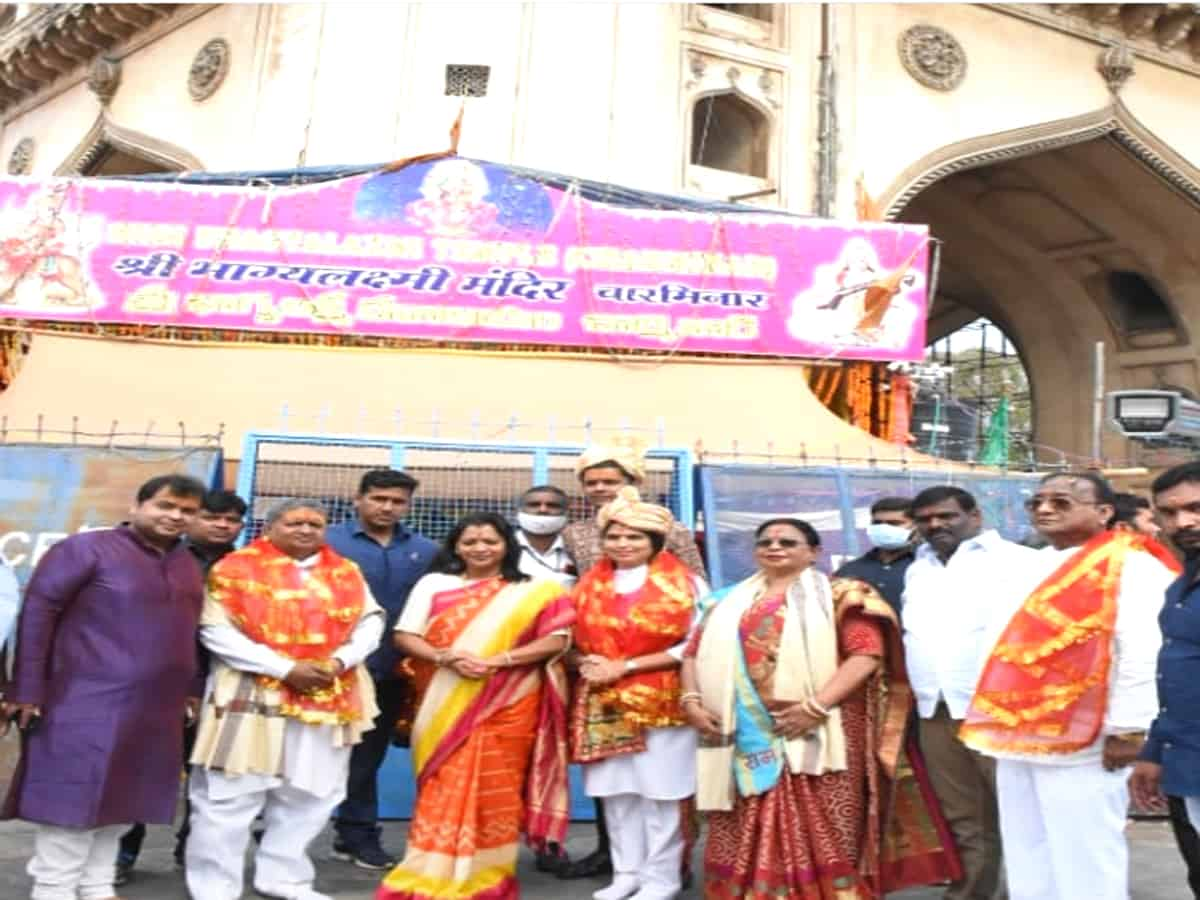 Hyderabad Mayor visits Bhagyalaxmi temple at Charminar
