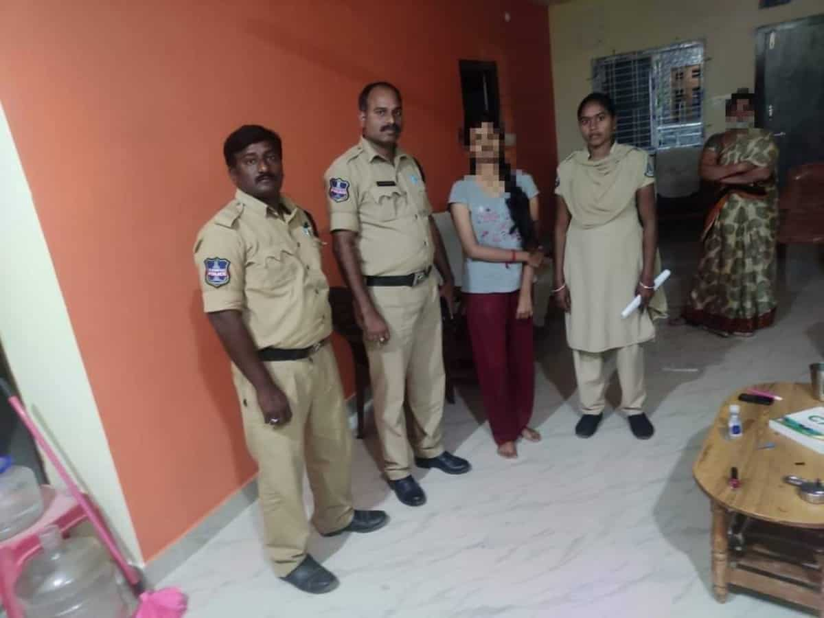 Hyderabad: Woman police constable foils girl's suicide attempt