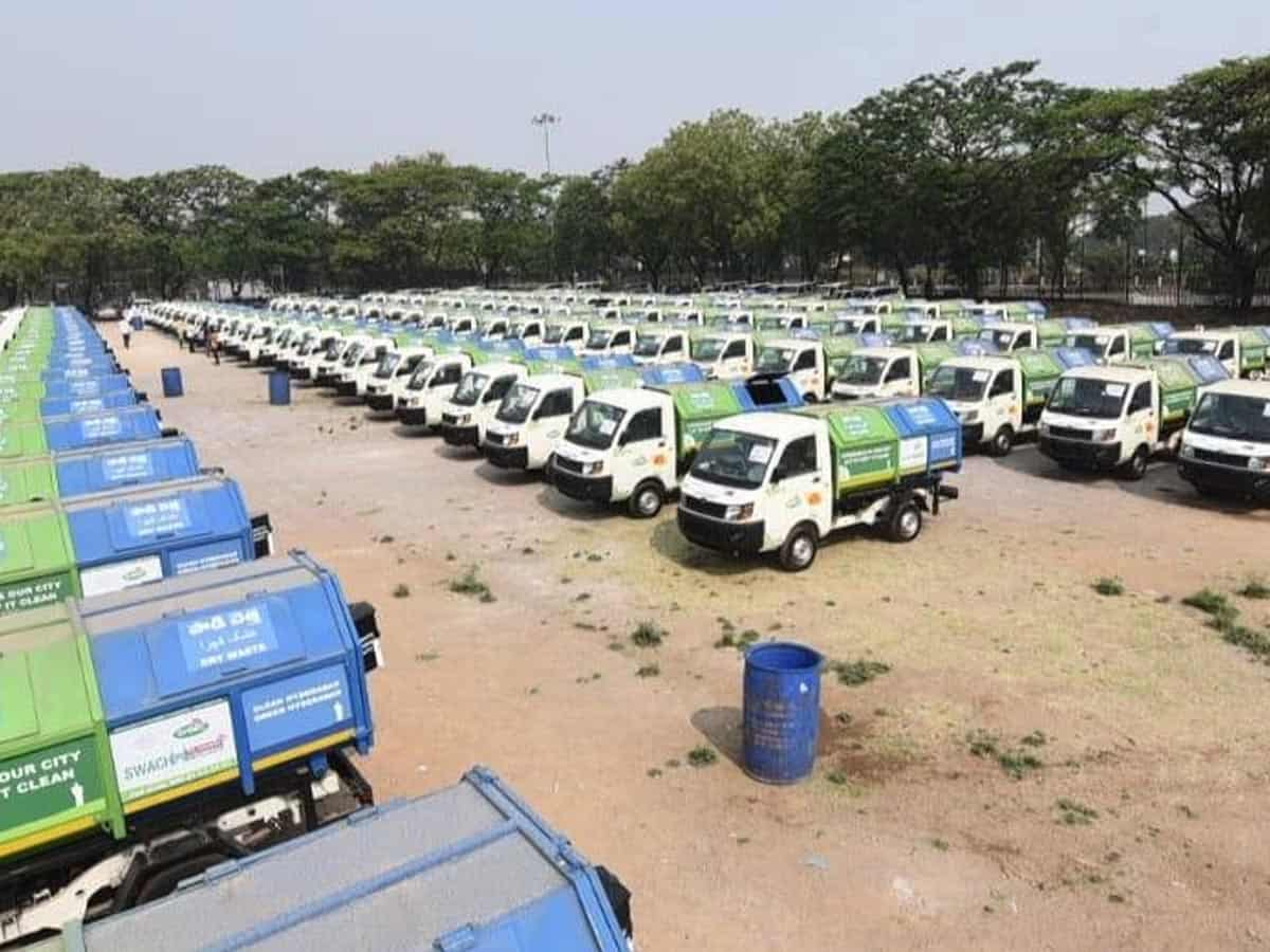 Telangana: KTR hands over 350 Swachh Auto to beneficiaries