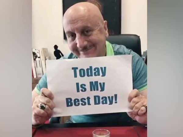 """""""Wish Karo na"""": Anupam Kher asks fans for wishes on his 66th birthday"""