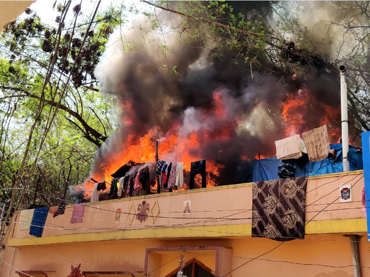 LPG cylinder explodes in Banjara Hills, panic among residents