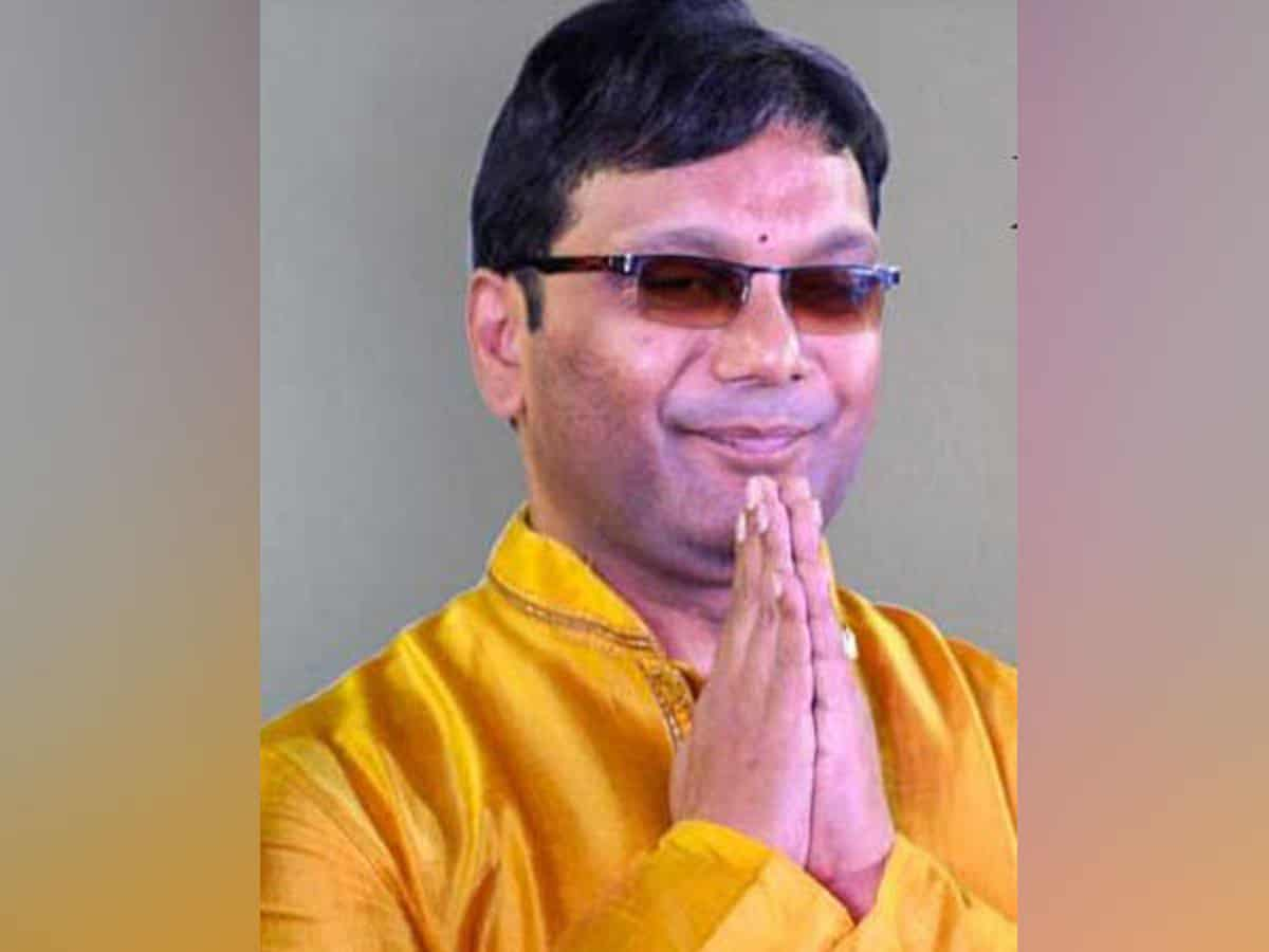 Visually-impaired man teaching music to people in Hyderabad since 1996
