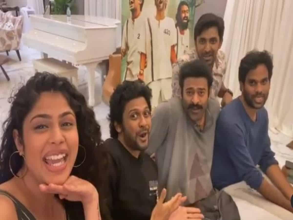 Prabhas joins 'Pawri' trend at Naveen & Faria Abdullah's 'Jathi Ratnalu' trailer launch