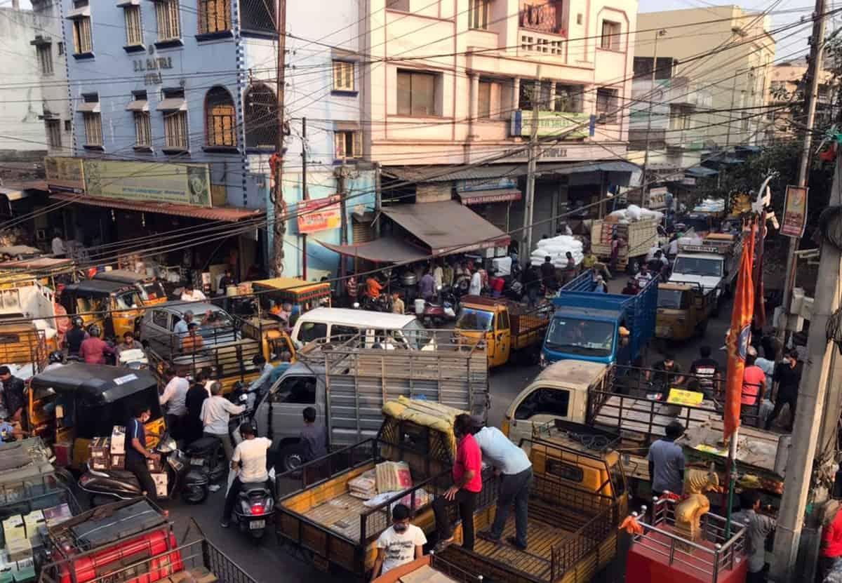 Begum Bazar shops remain open inspite of 5pm shut down call