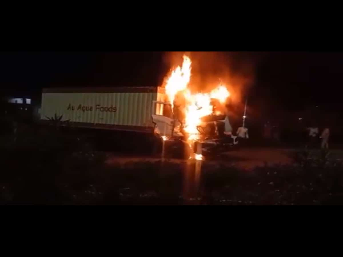 Hyderabad: Two people charred to death in road accident on ORR