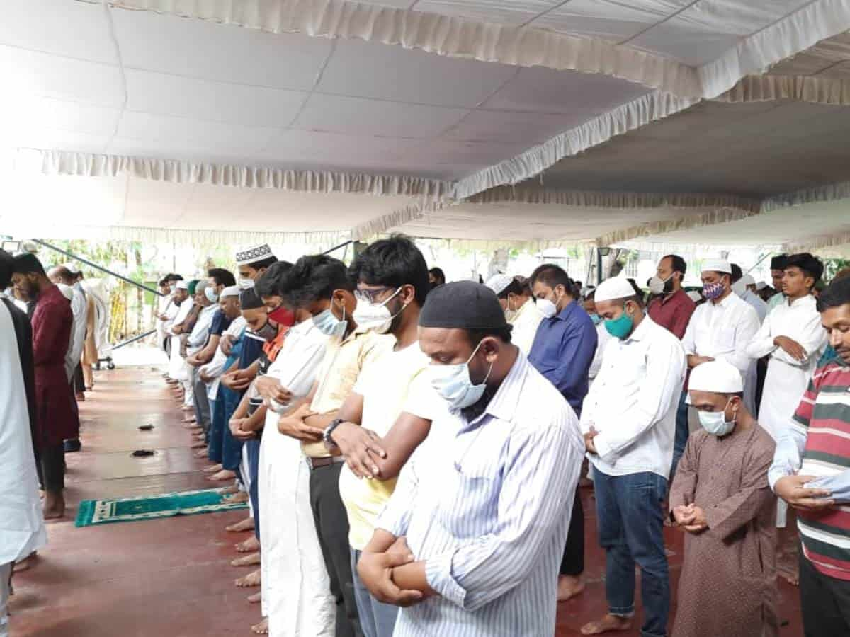 Hyderabad: Large gathering of worshippers in mosques on first Friday of Ramzan