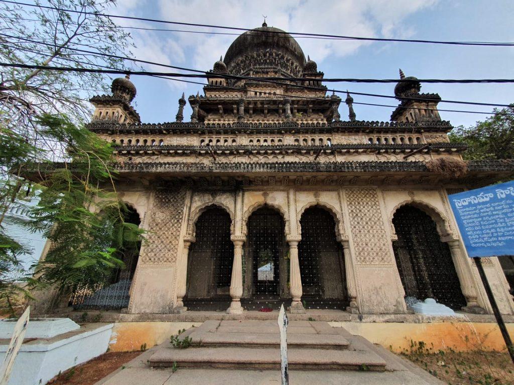 Hyderabad: Historic baoli in Saidanima's tomb lies in disrepair