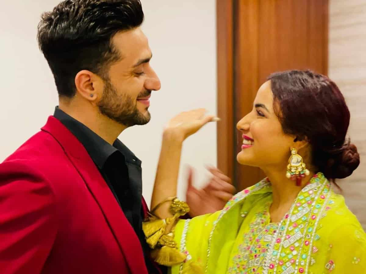 Aly Goni FINALLY announces his marriage with Jasmin bhasin