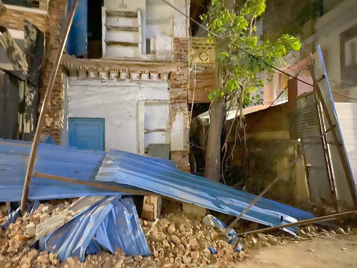 One injured in old city after part of dilapidated arch collapses