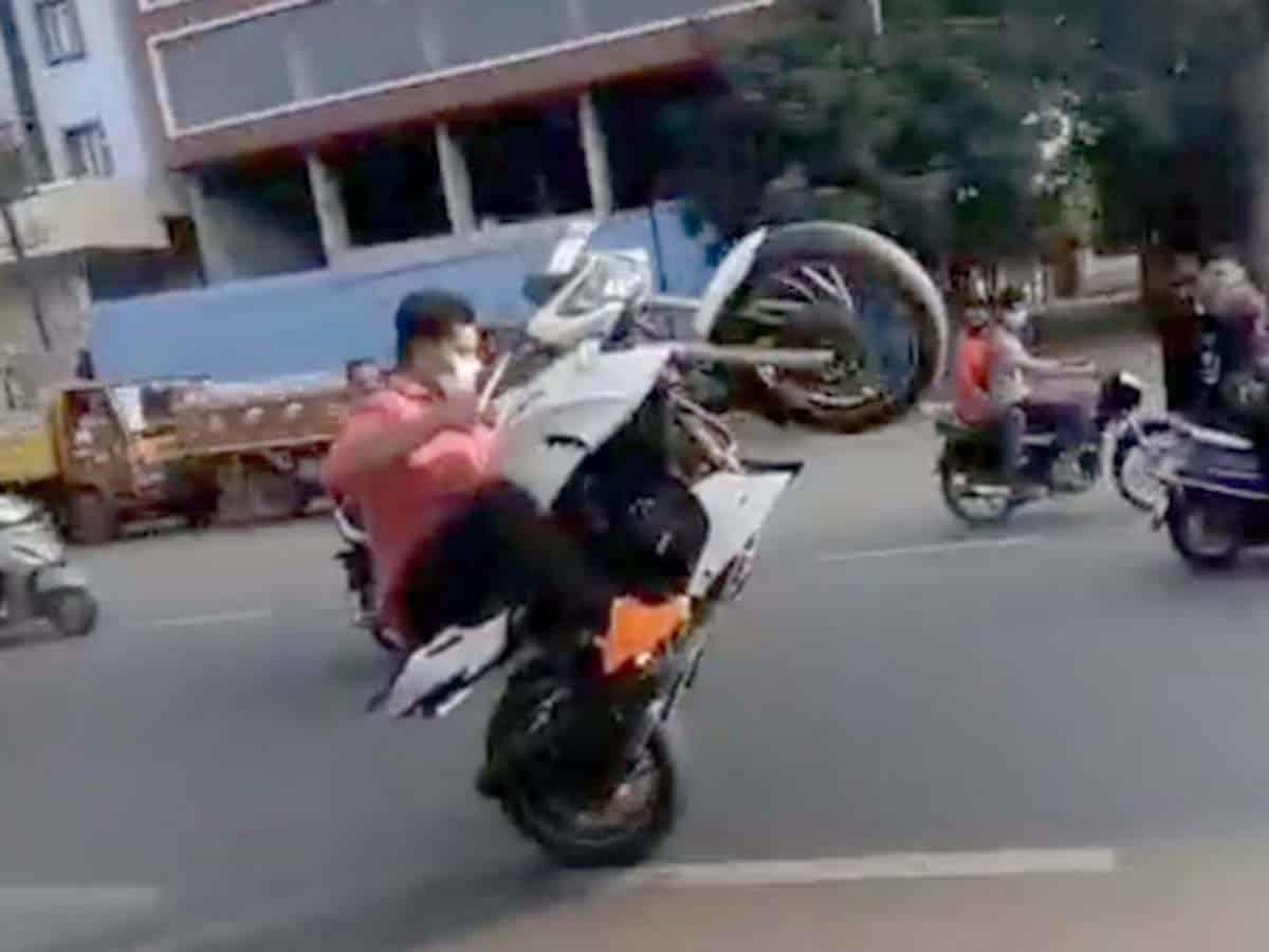 Hyderabad: Bike racing stunt create panic in city