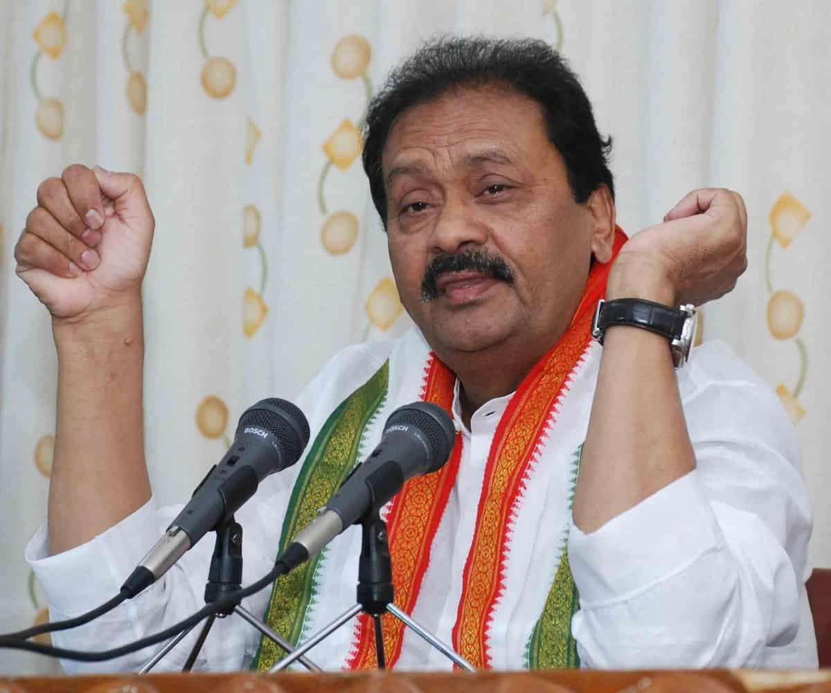 Shabbir demands health emergency in Telangana, postponement of municipal polls