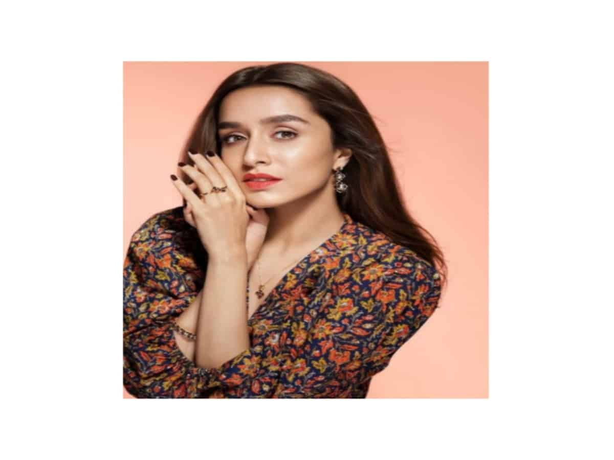 Shraddha Kapoor set to reprise Sridevi's double role in'Chaalbaaz In London'