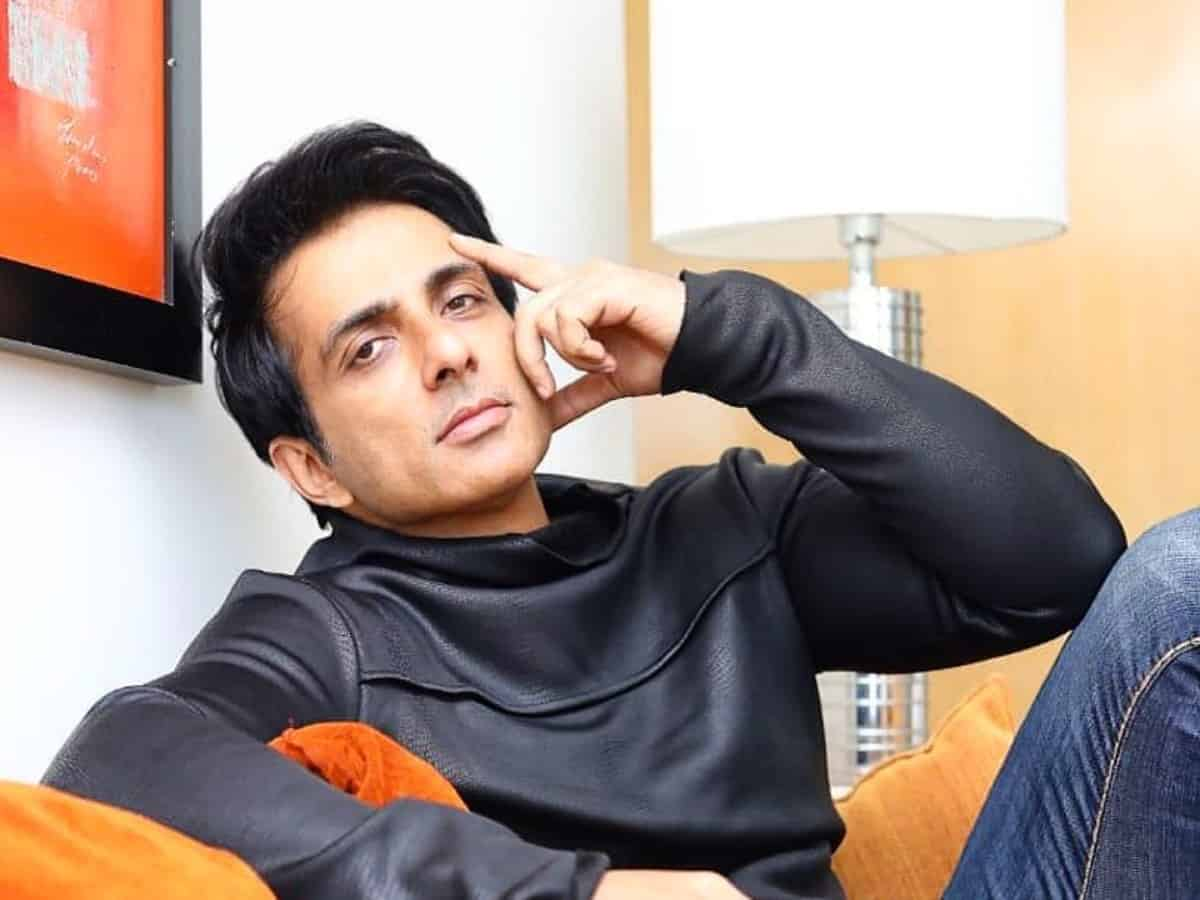 Sonu Sood urges govt to allow vaccine for 25 and above