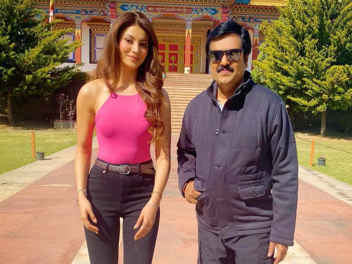 Urvashi Rautela recalls working with late actor Vivekh, calls him 'legend'
