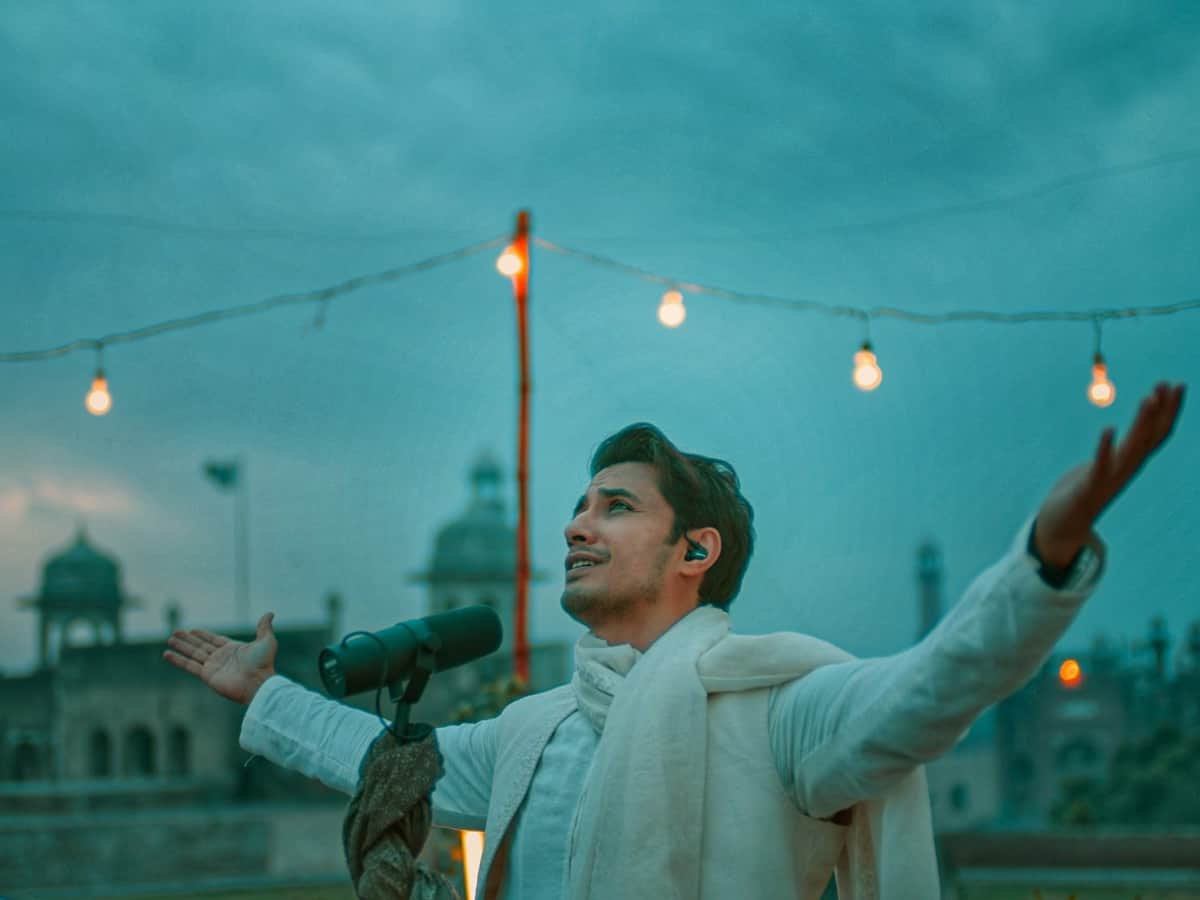 Pakistani actor-singer Ali Zafar prays for well-being of India