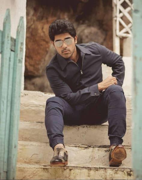 Allu Sirish prefers mirror selfies because photoshoots are too 'mainstream'