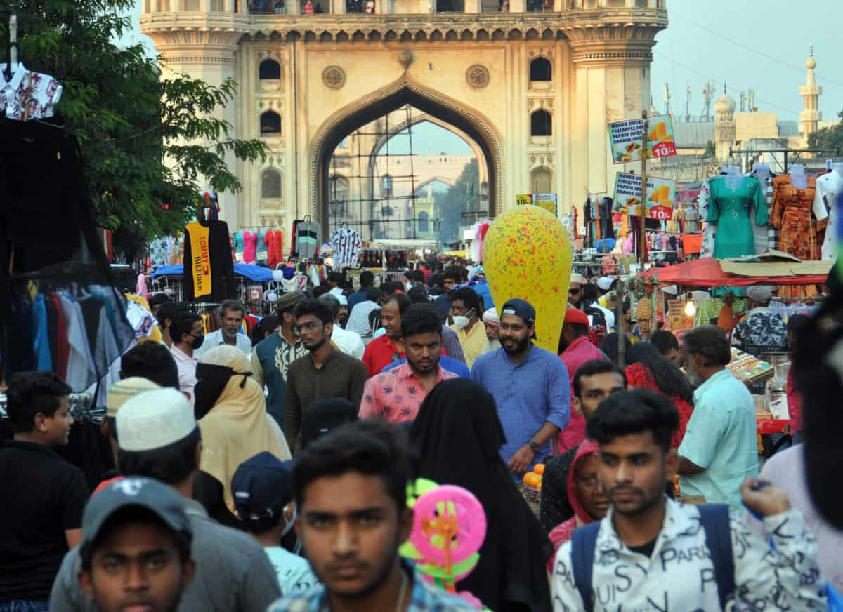 Eid shopping at Charminar: Huge crowd witnessed after lockdown announcement