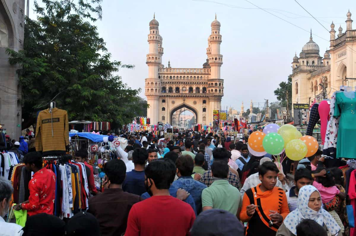 Eid shopping at Charminar: Huge crowd poses threat of COVID-19 spread