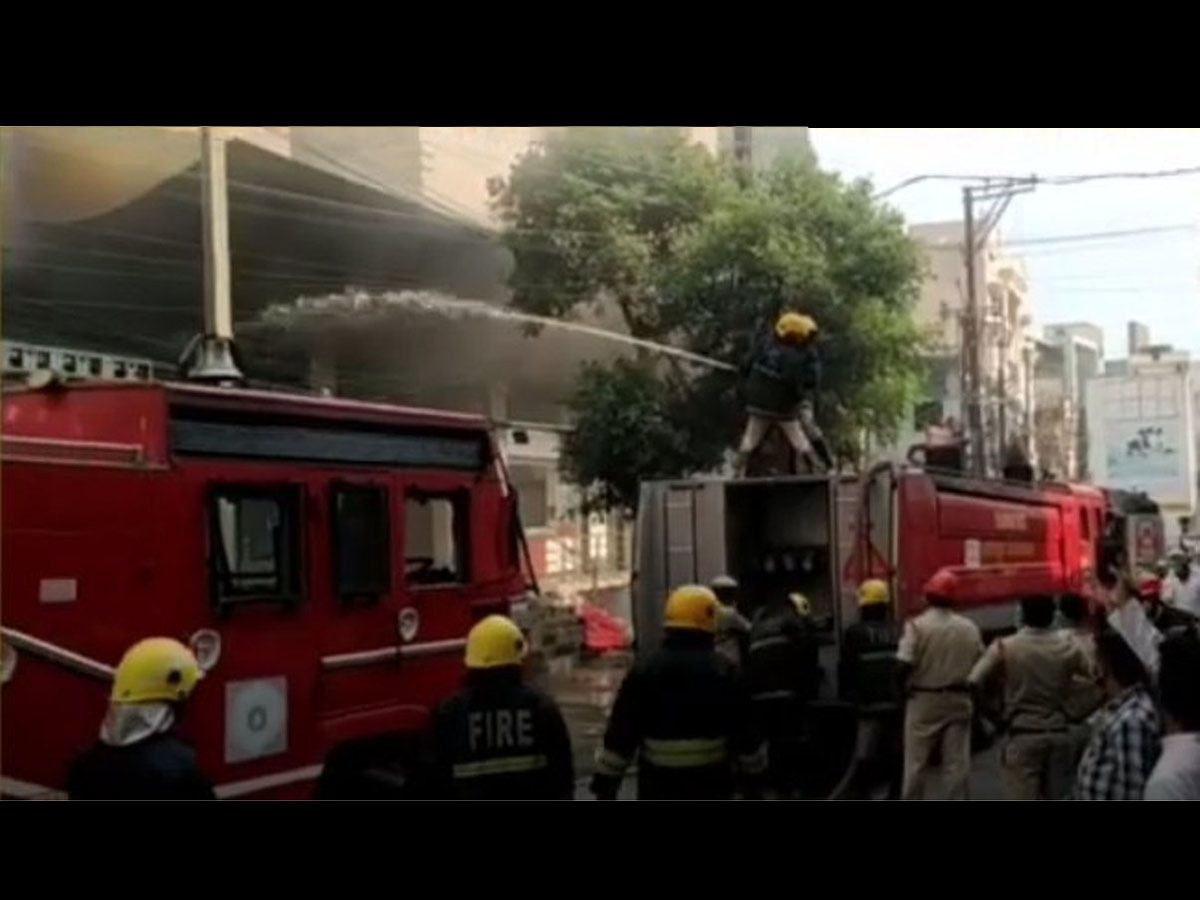 Fire breaks out at complex in Sultan Bazar
