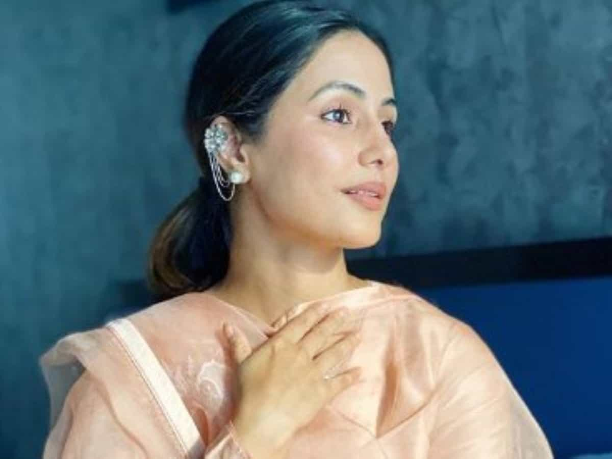 Why COVID-19 positive Hina Khan is a 'helpless daughter'