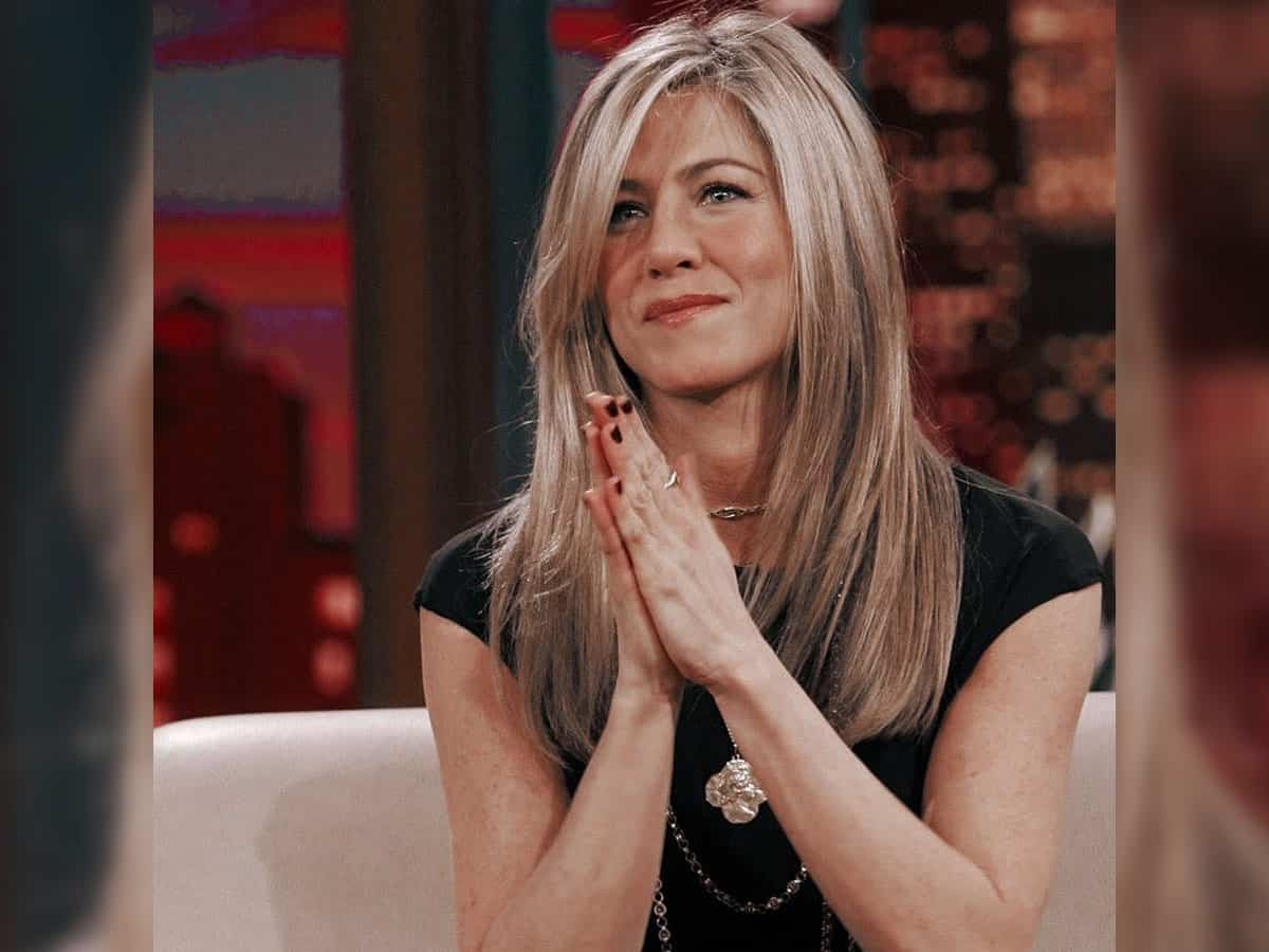 Jennifer Aniston shares BTS clip from sets of 'Friends'