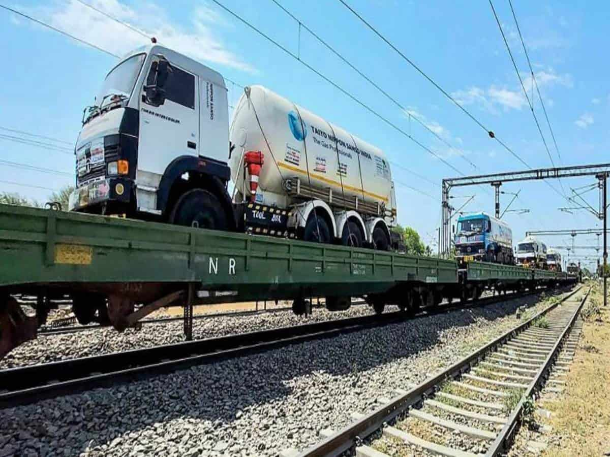 Tenth Oxygen Express reached Hyderabad