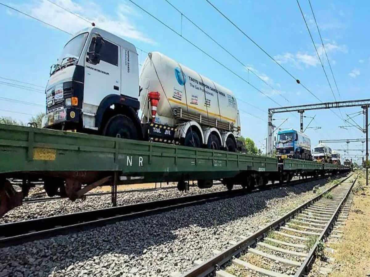Third Oxygen Express reaches Hyderabad with 64.24 tonnes