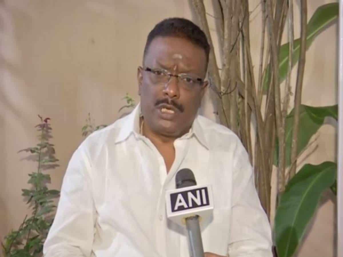 Hyderabad: Dasoju launches free COVID-19 mask distribution program