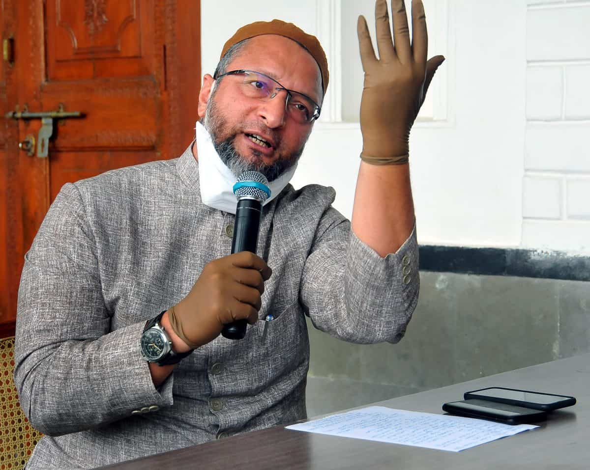 Owaisi, other Muslim leaders urge community to offer Eid prayers at home