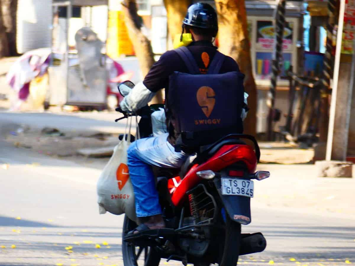 Hyderabad: Swiggy delivery boys face hardships during night curfew