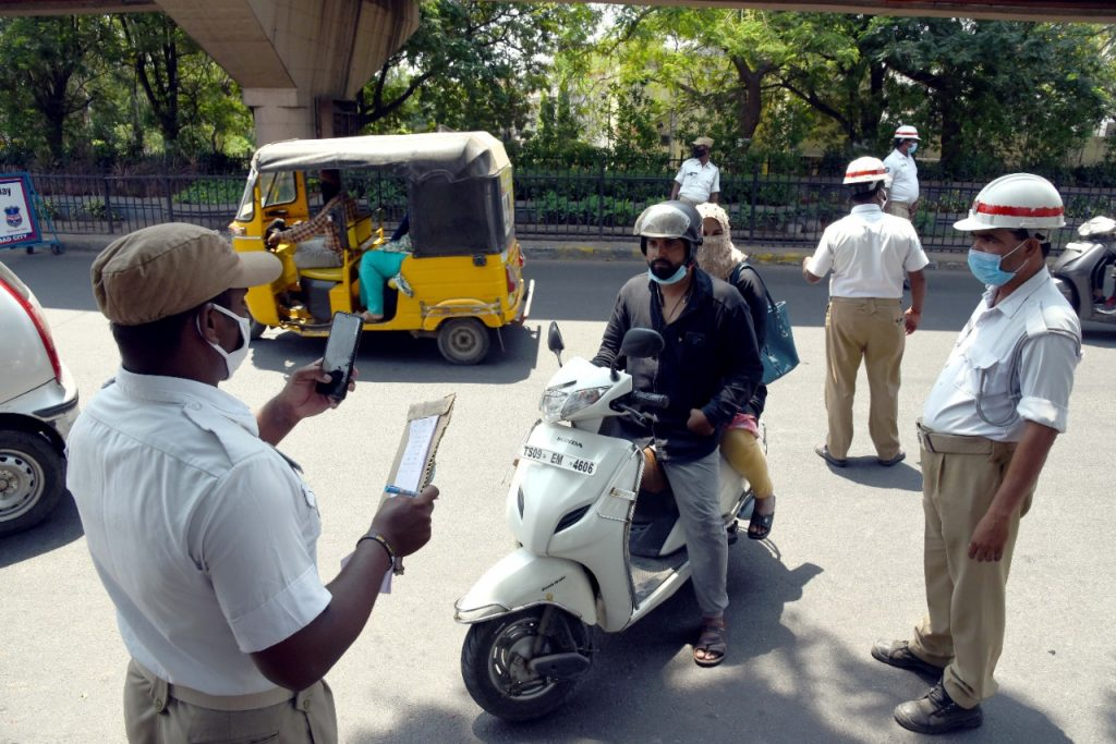 Hyderabad: Police enforce lockdown restrictions at checkposts; impose fines
