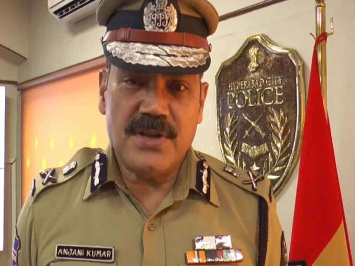 Hyderabad police Commissioner warns action against lock down violators