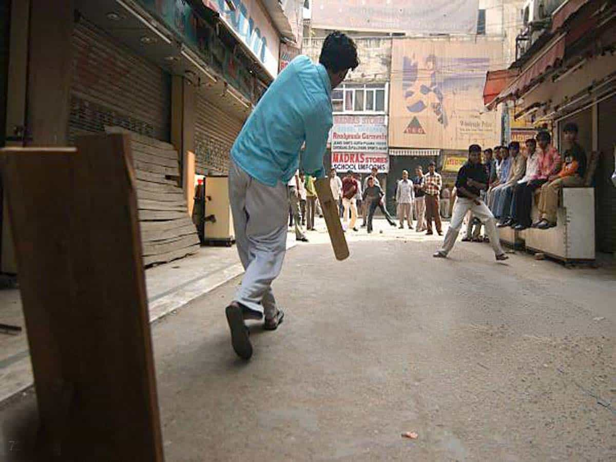 Hyderabad: Ten booked for playing cricket on road