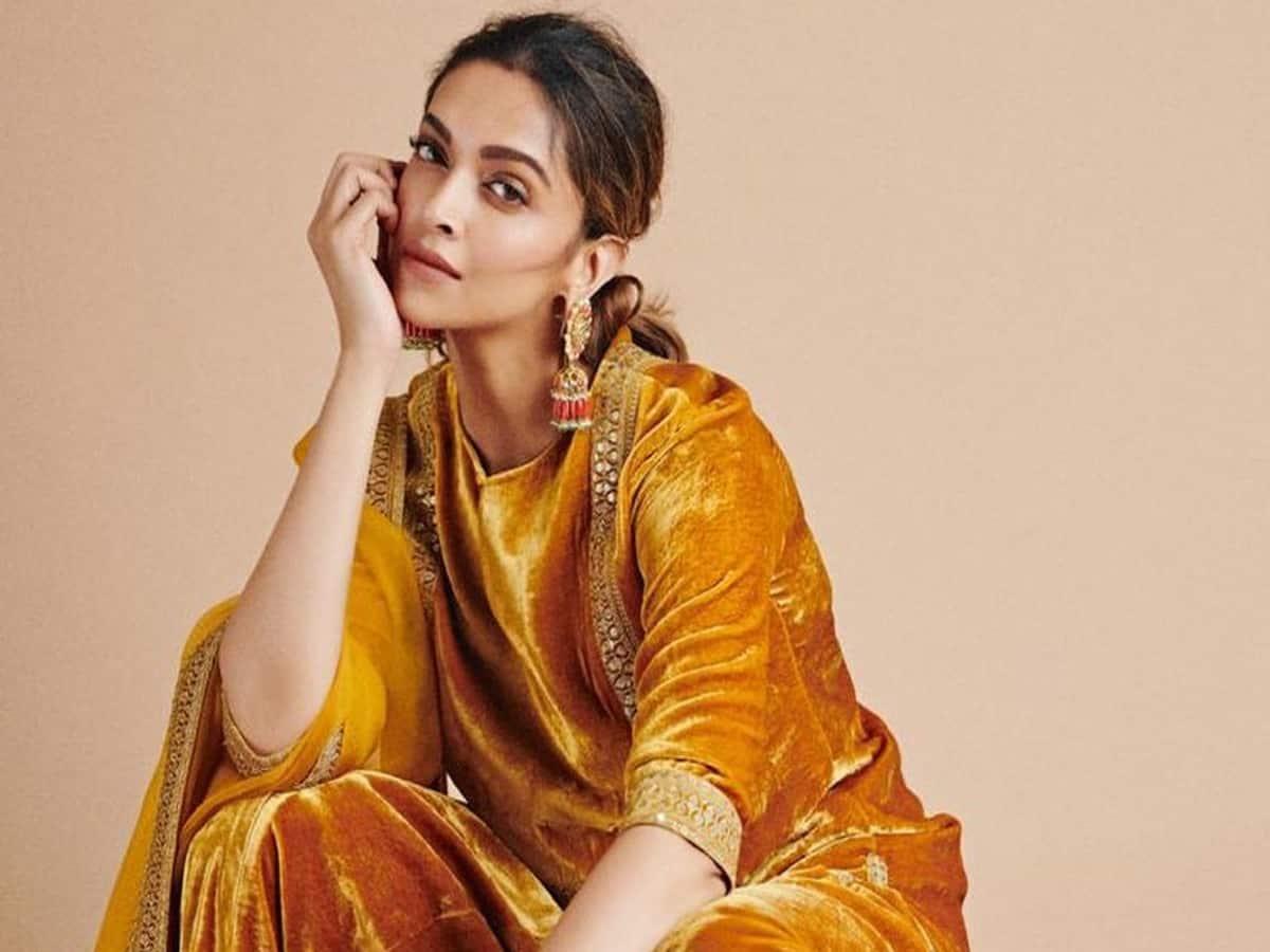 Deepika Padukone to play Rani Roopmati, movie details inside