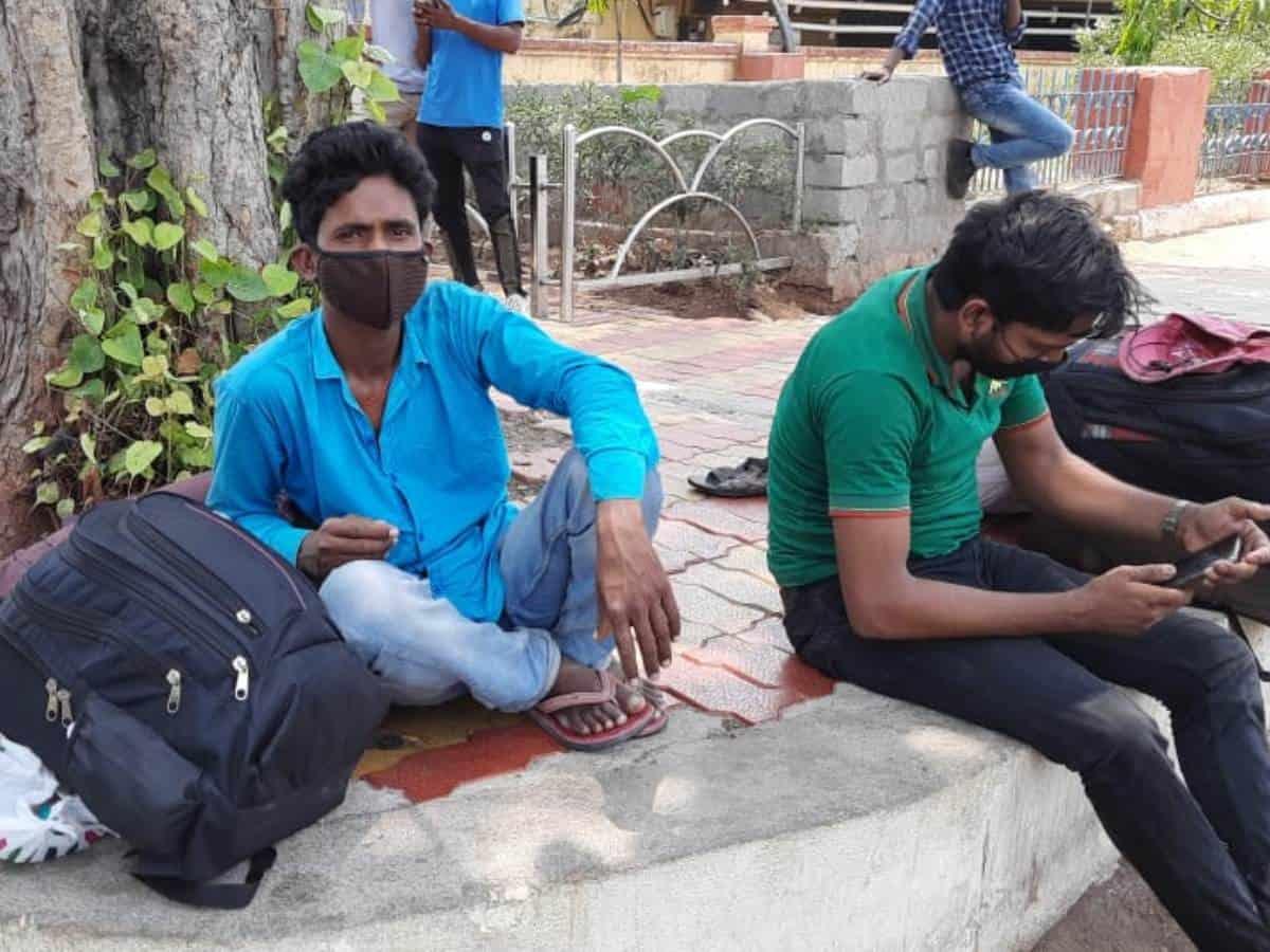 Impact of lockdown in Telangana: Migrants start leaving Hyderabad